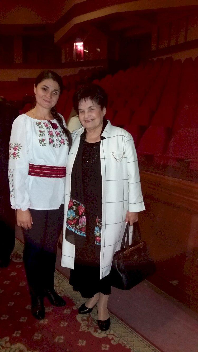 Îndrăgita interpretă Oxana ȚUȚUC alături de privighetoarea Basarabiei Iustina SCARLAT