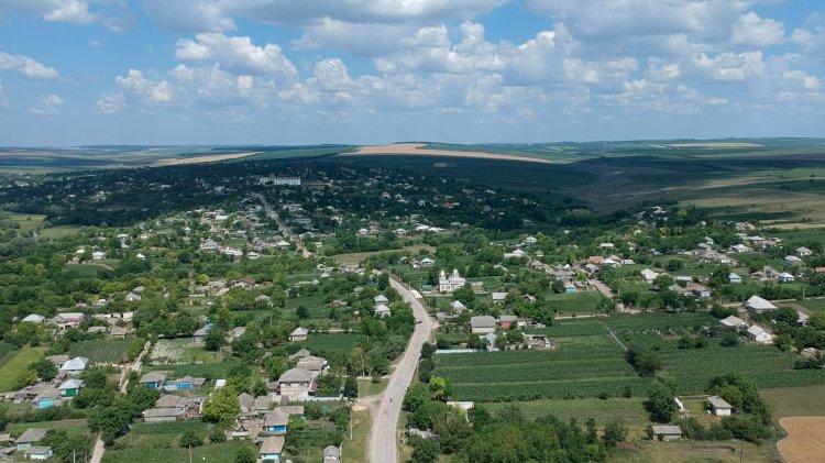 Satul meu cel sfânt și drag...