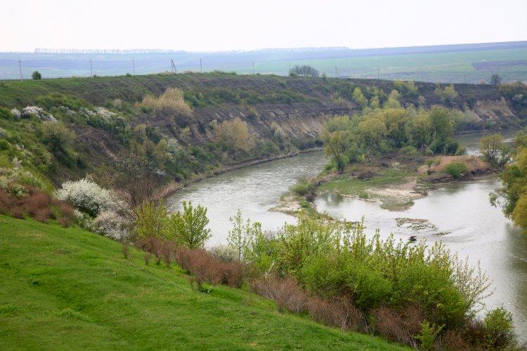 Când apele Moldovei vor lua puritatea picăturilor de rouă?