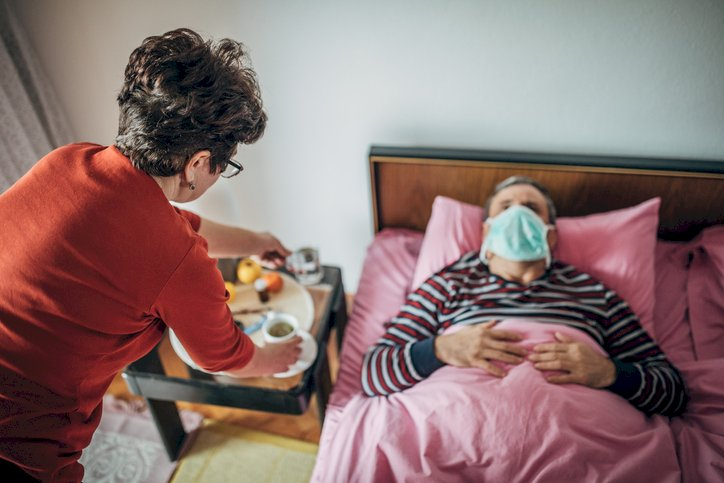 10 reguli importante pentru cei care locuiesc în casă cu un bolnav de COVID-19