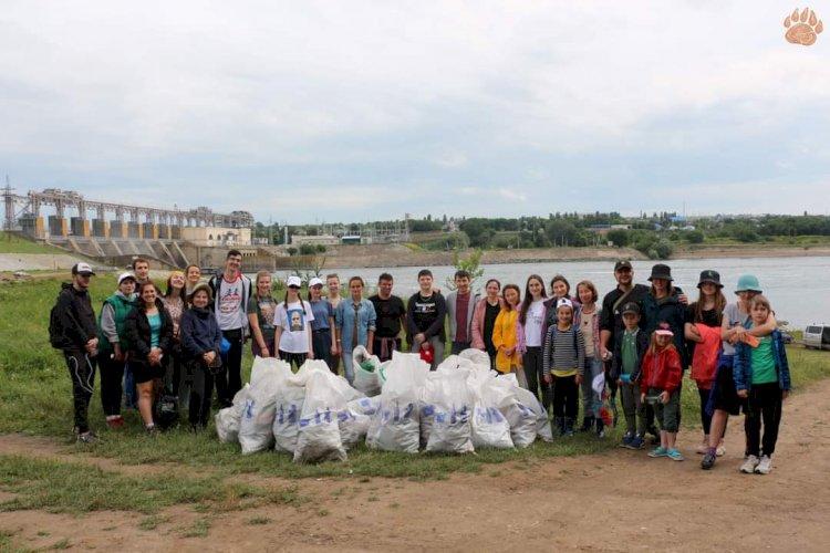 Iarăși gunoi la Costești… și nu doar